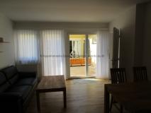 3b-wohnzimmer-blick-auf-terrasse-appartementvermietung-baden