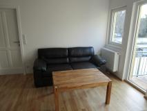 3b-wohnzimmer-mit-couch-in-baden-bei-wien